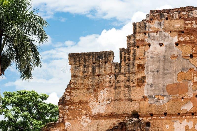 在圣巴里,圣多明哥,多米尼加共和国尼古拉斯医院的废墟的看法  特写镜头 免版税库存图片