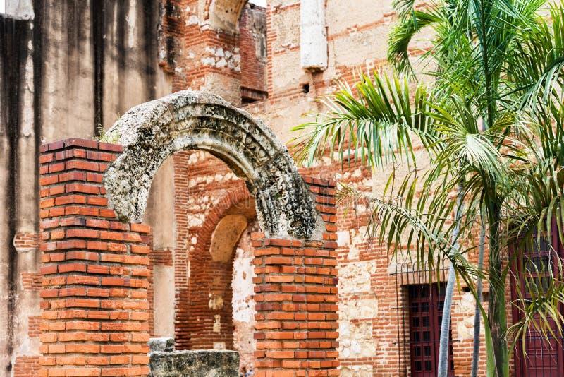 在圣巴里,圣多明哥,多米尼加共和国尼古拉斯医院的废墟的看法  特写镜头 免版税库存照片