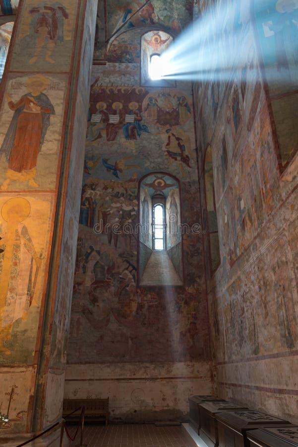 在圣徒索非亚大教堂的墙壁上的古老fresqoes在沃洛格达州 内墙用壁画盖之间 免版税库存照片
