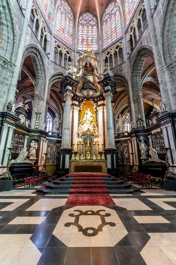 在圣徒Michaels教会里面在绅士的中心在Belgiu 图库摄影
