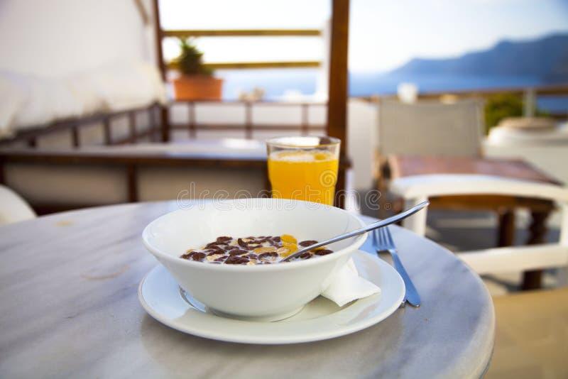 在圣托里尼的早餐 免版税库存图片