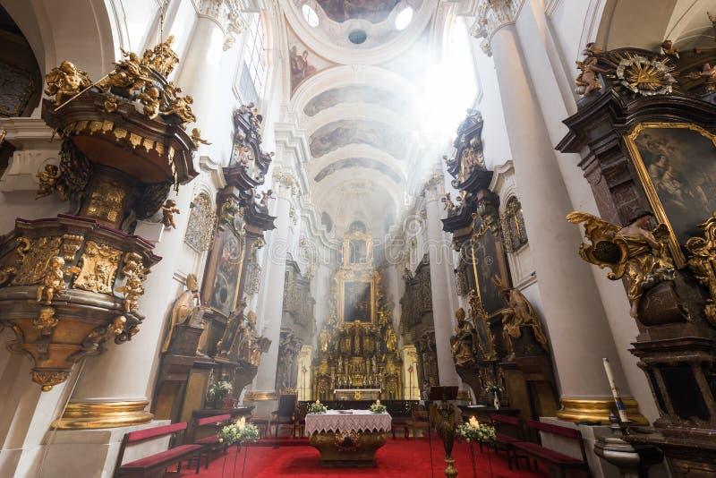 在圣托马斯`教会里面在布拉格 图库摄影