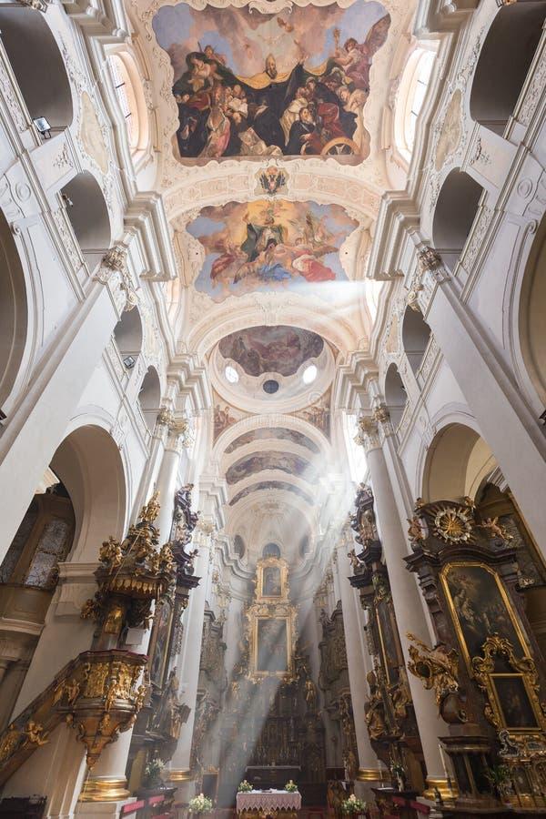 在圣托马斯`教会里面在布拉格 库存照片