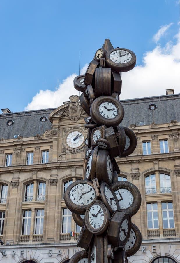 在圣拉扎尔火车站的艺术雕塑在巴黎 免版税库存照片