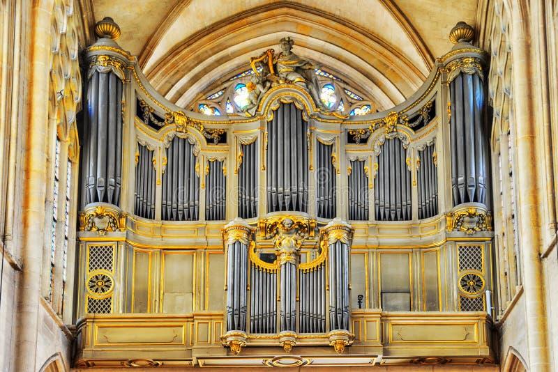 在圣日耳曼l ` Auxerrois教会里面的器官 图库摄影