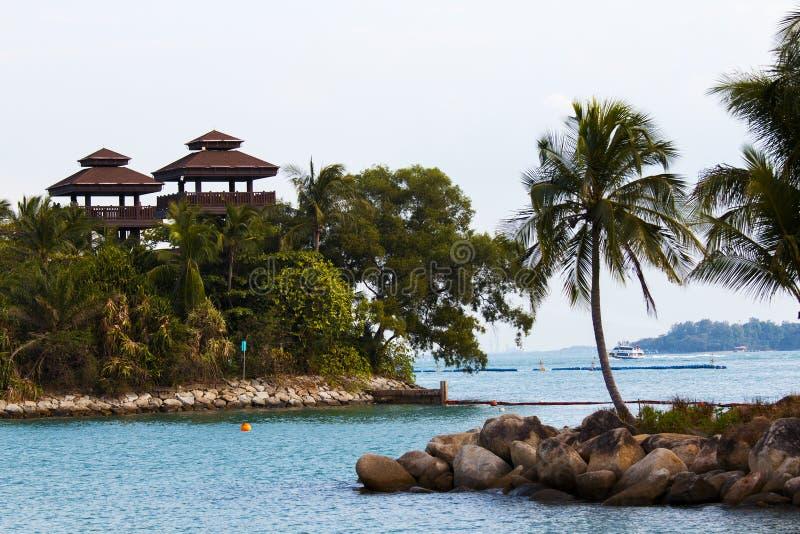 在圣淘沙海岛上的多岩石的海滩在新加坡 库存照片