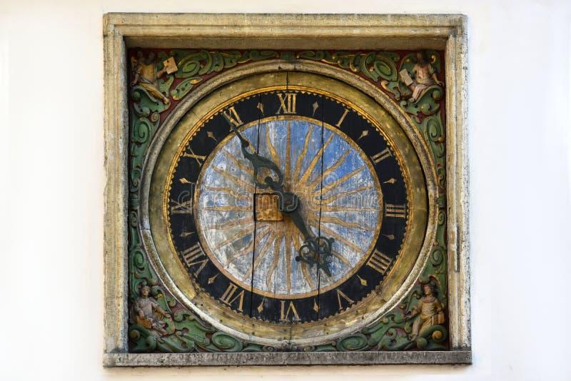 在圣灵的教会的时钟在塔林 库存图片
