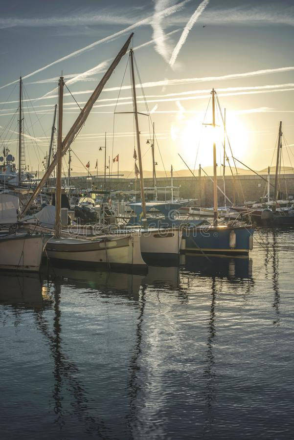 在圣特罗佩海湾的游艇 图库摄影