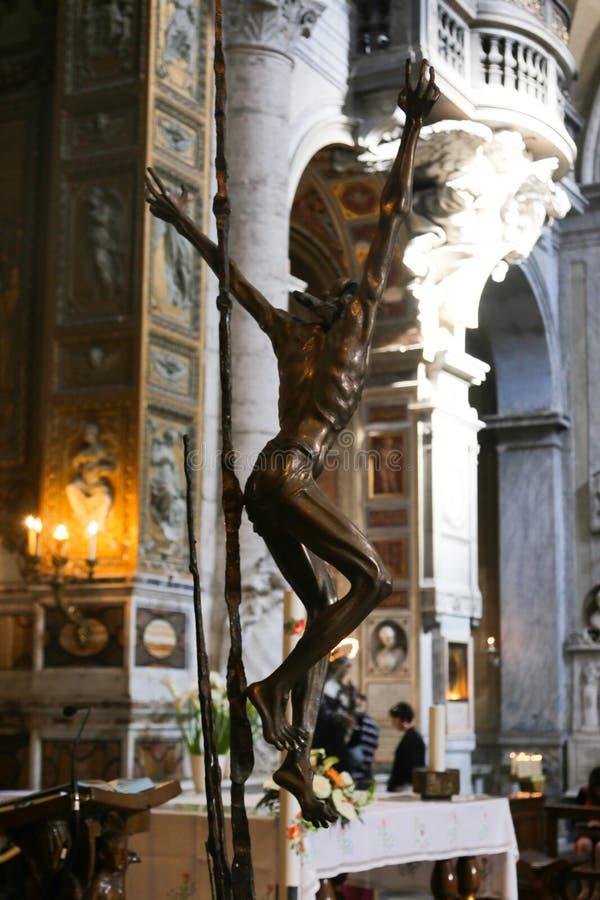 在圣玛丽罗马少校里面-大教堂的法坛  库存图片