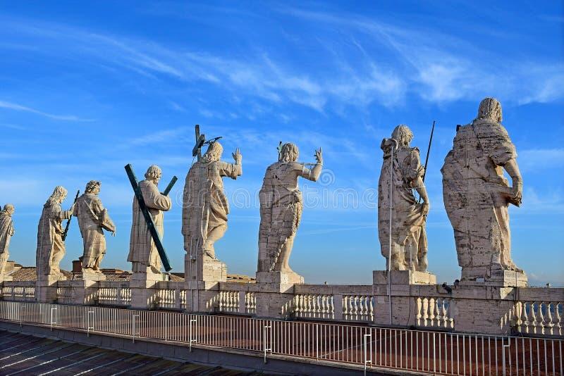 在圣皮特圣徒・彼得` s大教堂,罗马屋顶的看法  免版税库存图片