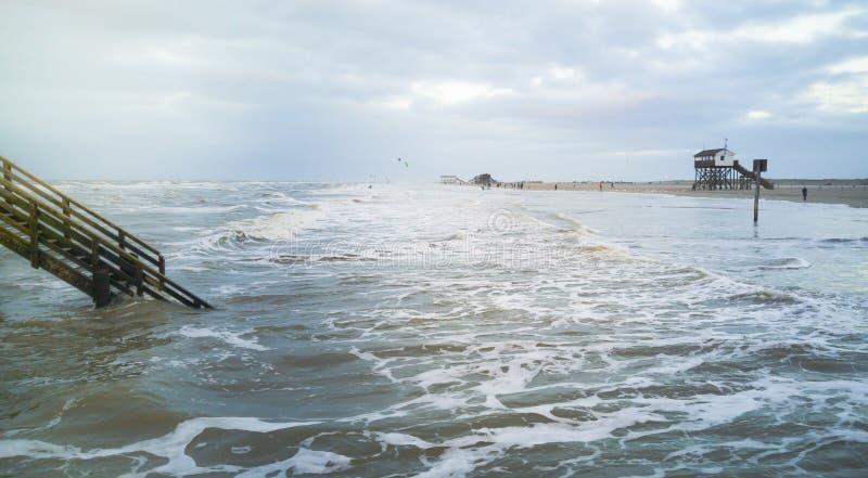 在圣皮特圣徒・彼得Ording海滩的一天  免版税库存照片
