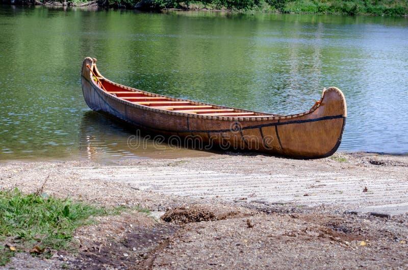 在圣约瑟夫河的木独木舟在密执安 免版税图库摄影