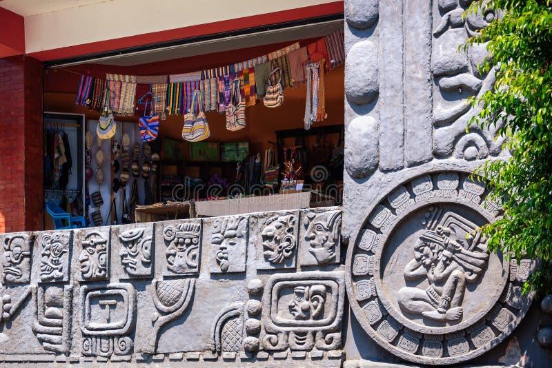 在圣胡安La拉古纳,危地马拉的地方市政市场大厦 免版税库存图片