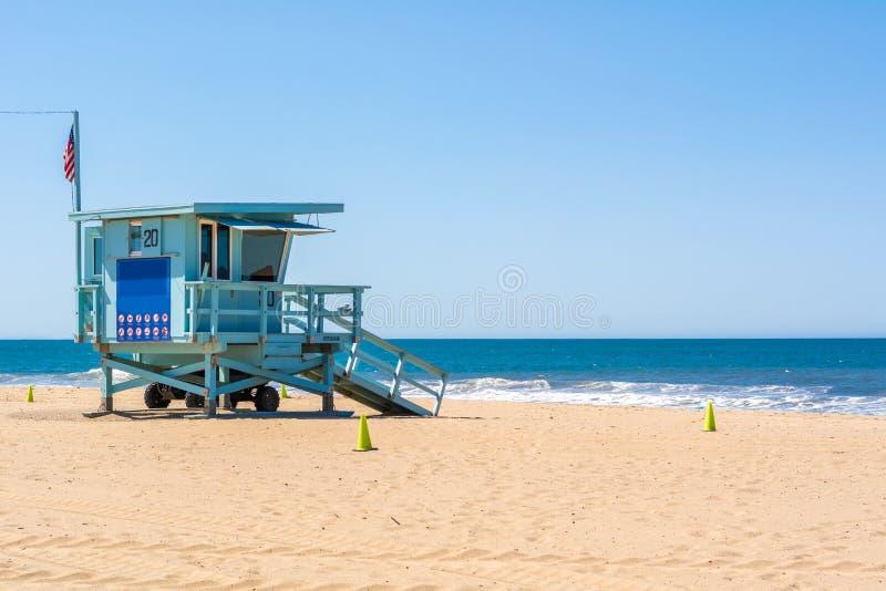 在圣莫尼卡海滩的救生员塔 免版税库存图片