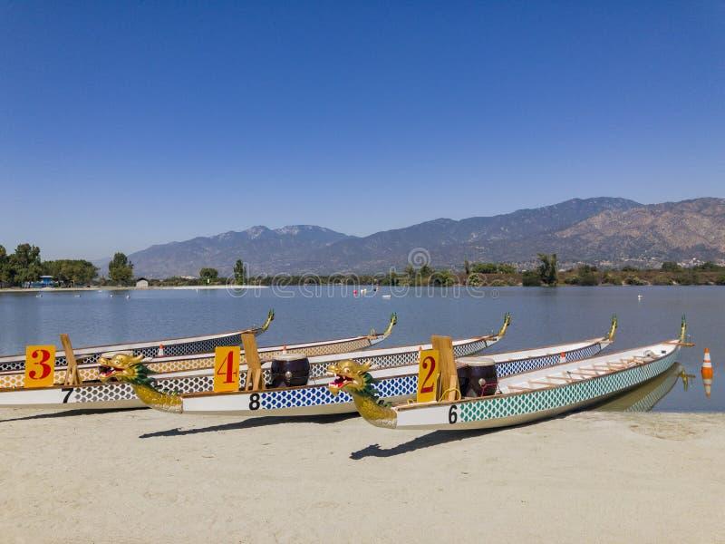 在圣菲水坝度假区的龙小船 免版税库存图片