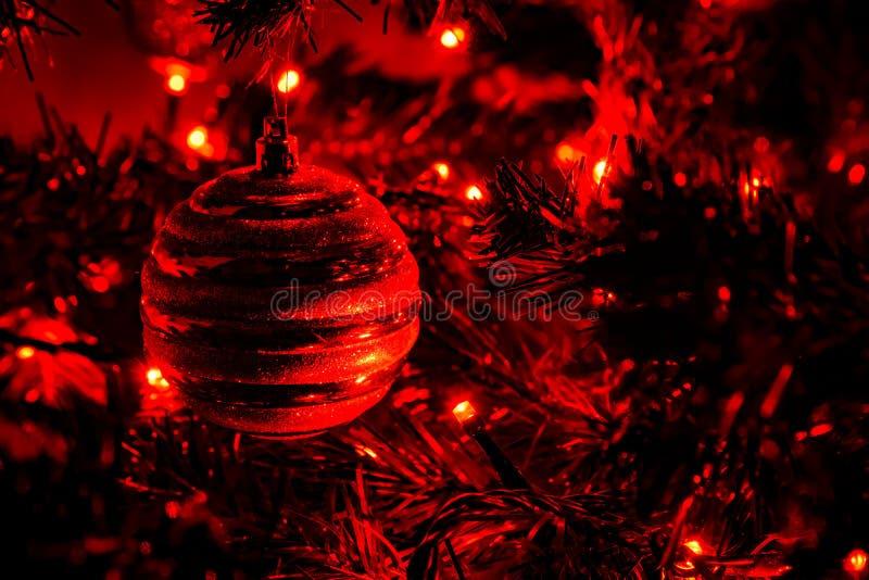 在圣诞树的圣诞节球 图库摄影