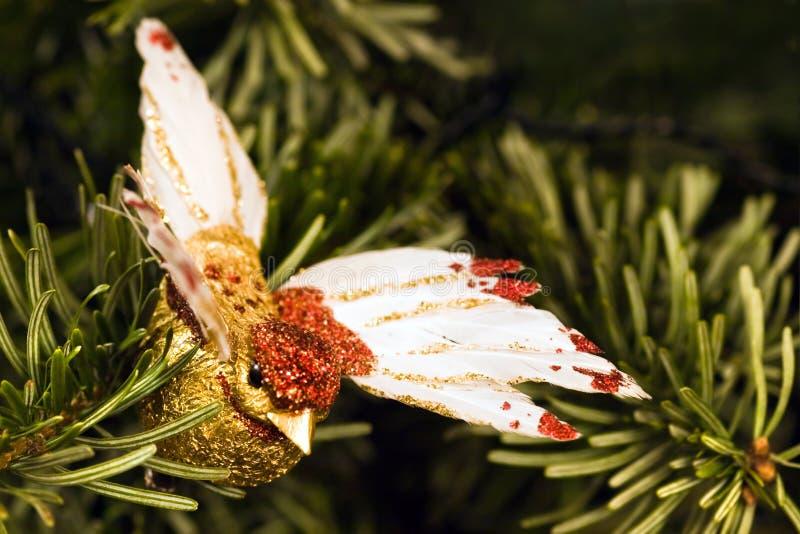 在圣诞树的手工制造鸟 库存照片