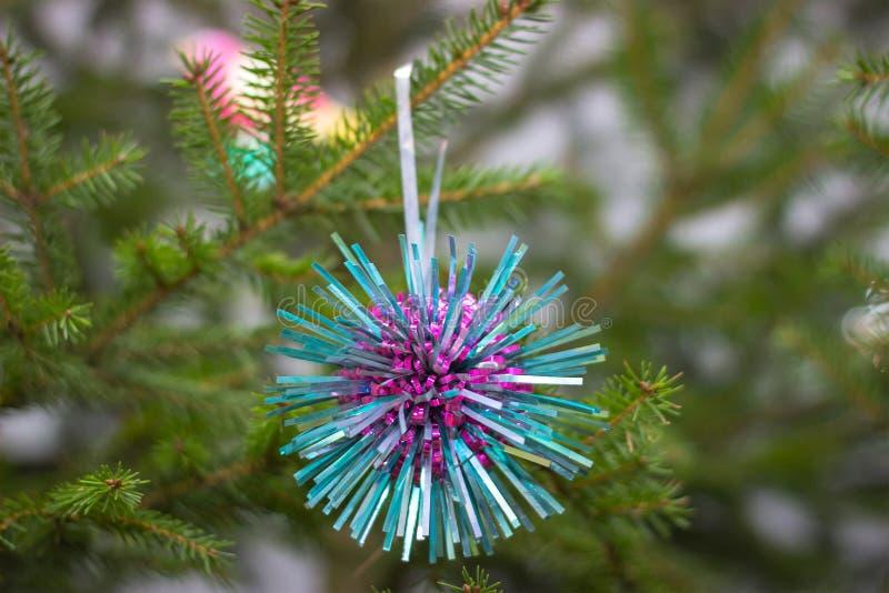在圣诞树的苏联装饰吊 免版税图库摄影