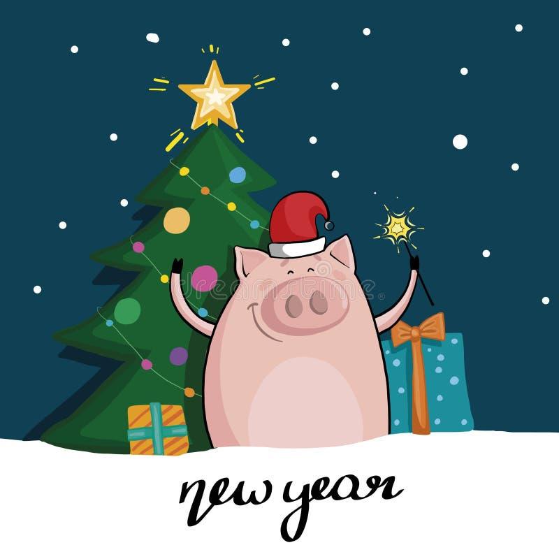 在圣诞老人的帽子的逗人喜爱的猪有在圣诞树和礼物背景的闪烁发光物的  新年度 皇族释放例证