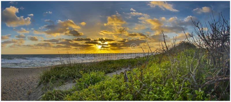 在圣诞老人露西娅海滩1的清早日出 库存图片