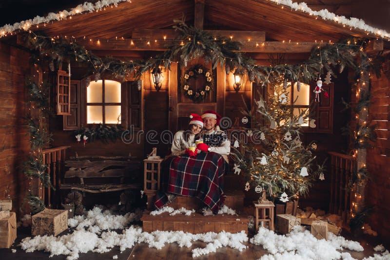 在圣诞老人项目帽子美好的房子新年的大气的圣诞节浪漫史 免版税图库摄影