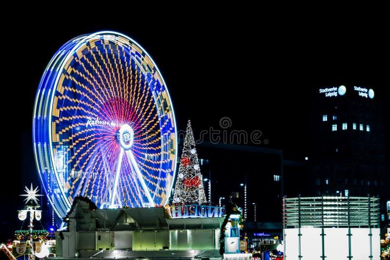 在圣诞节市场上的弗累斯大转轮 免版税库存图片