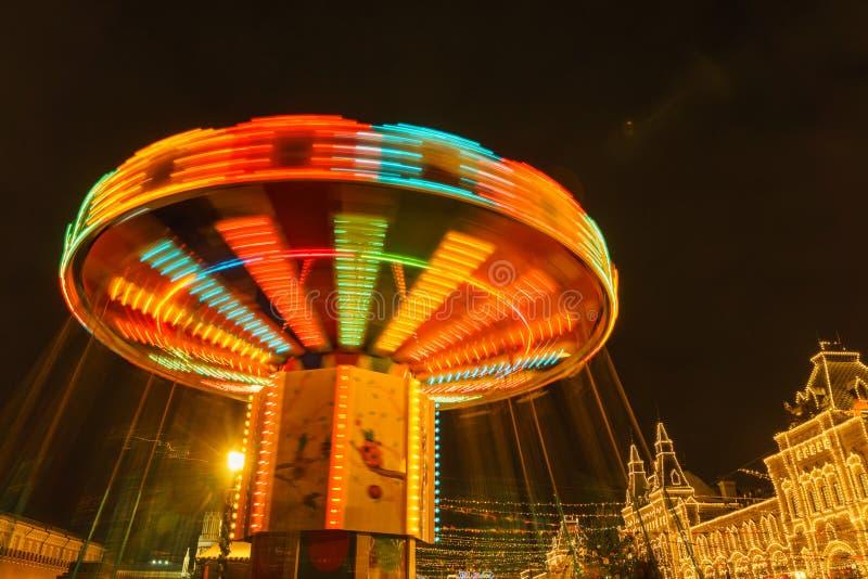 在圣诞节市场上的转盘在红场在莫斯科; 免版税图库摄影