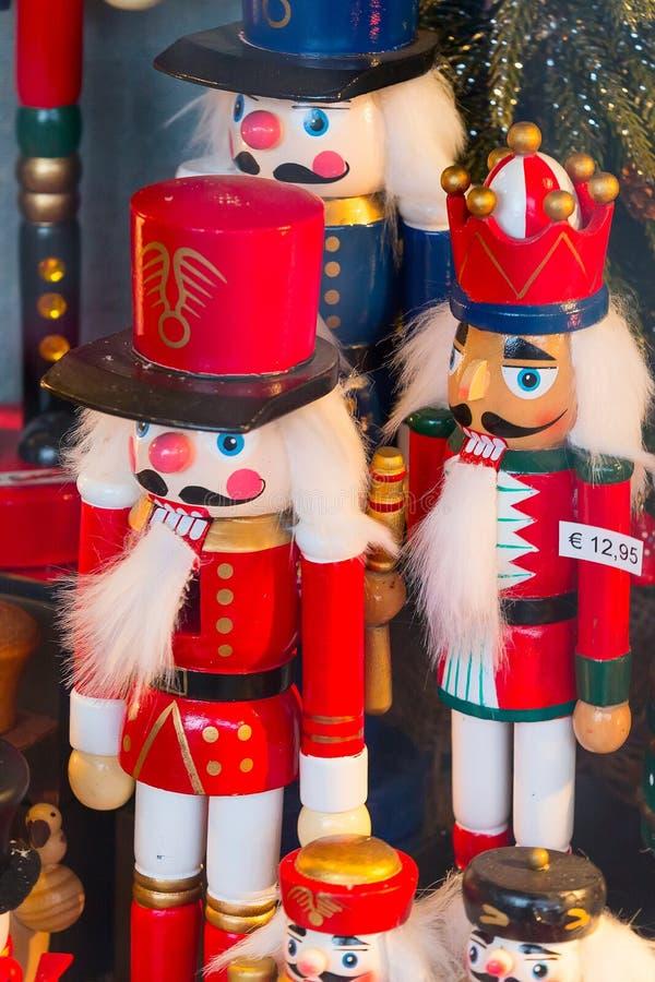 在圣诞节市场摊位的胡桃钳 库存照片