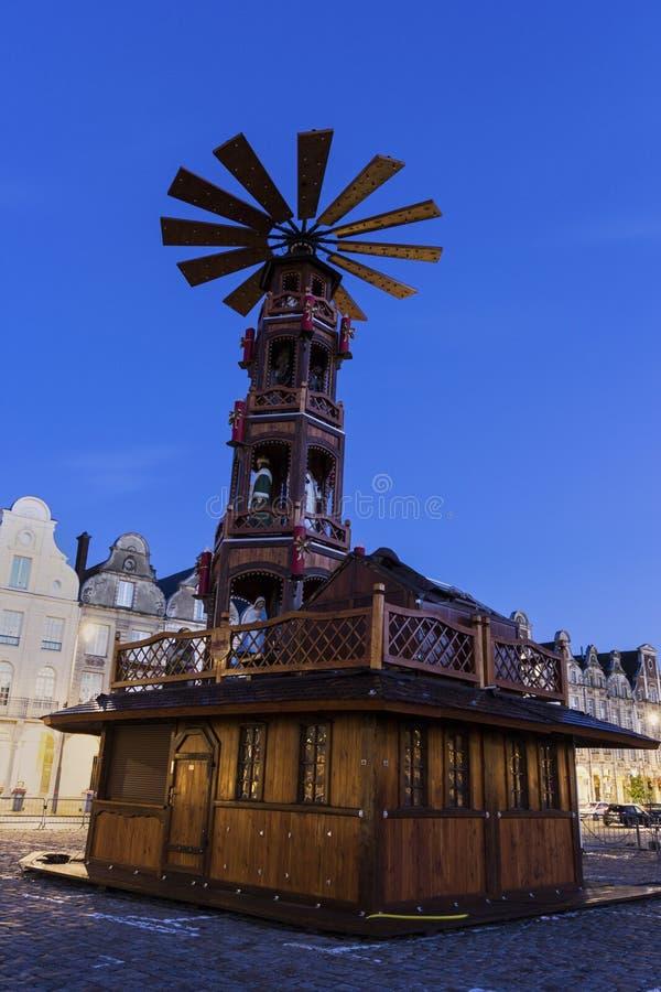 Download 在圣诞节期间的布鲁塞尔大广场在花在法国 库存照片. 图片 包括有 形状, 住宅, 拱道, 圣诞节, 结构 - 72358682