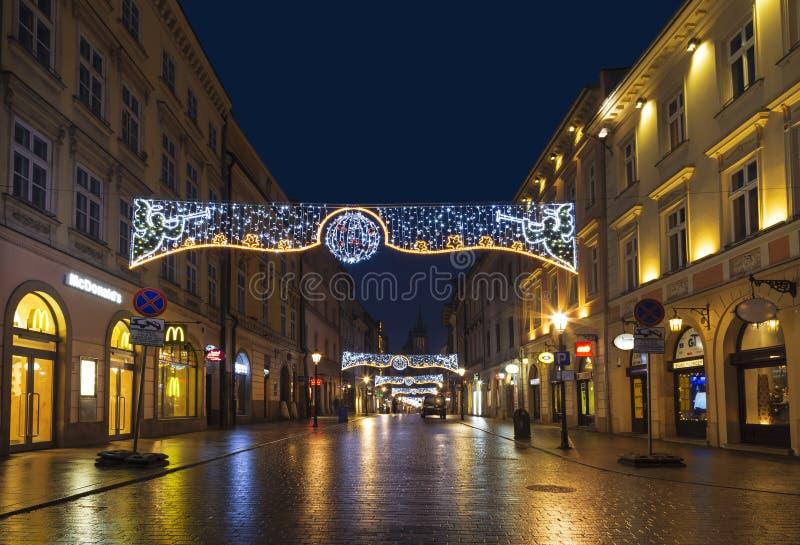 在圣诞节的夜克拉科夫,弗洛里安街道 库存照片