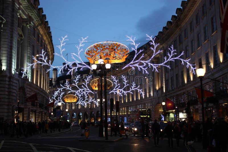 在圣诞节的牛津街装饰在伦敦 免版税库存图片