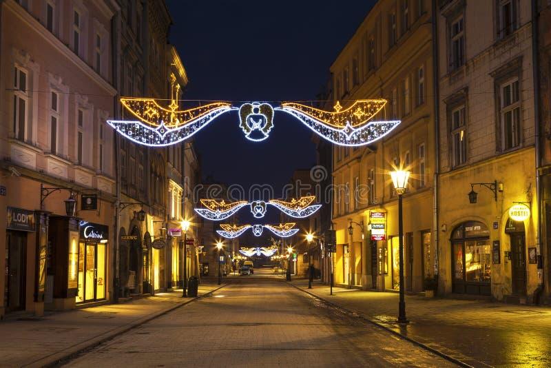 在圣诞节,Grodskaya街道的夜克拉科夫 免版税库存照片