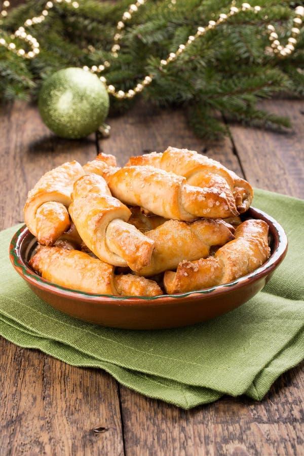 在圣诞装饰的Rugelach曲奇饼 图库摄影