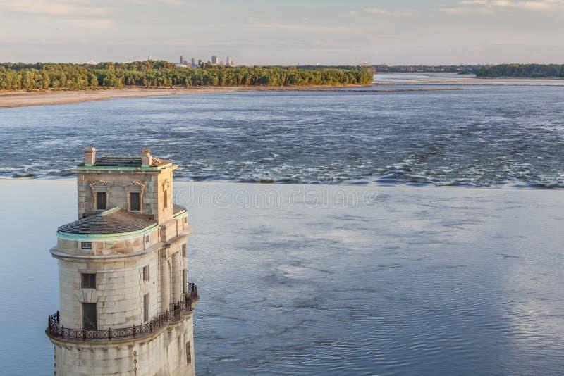 在圣路易斯上的密西西比河 免版税库存照片