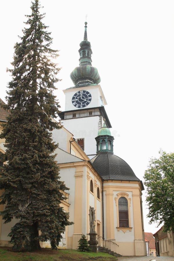 在圣马丁后教会的城市塔在特热比奇 免版税库存图片