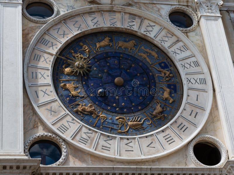 在圣马克广场的天文学尖沙咀钟楼在威尼斯-意大利 免版税库存图片