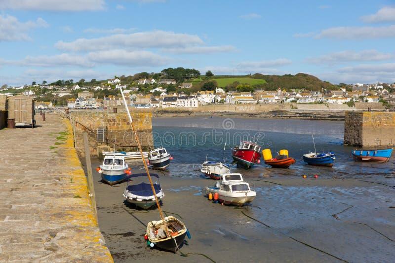 在圣Michaels的小船登上港口康沃尔郡英国英国 库存照片
