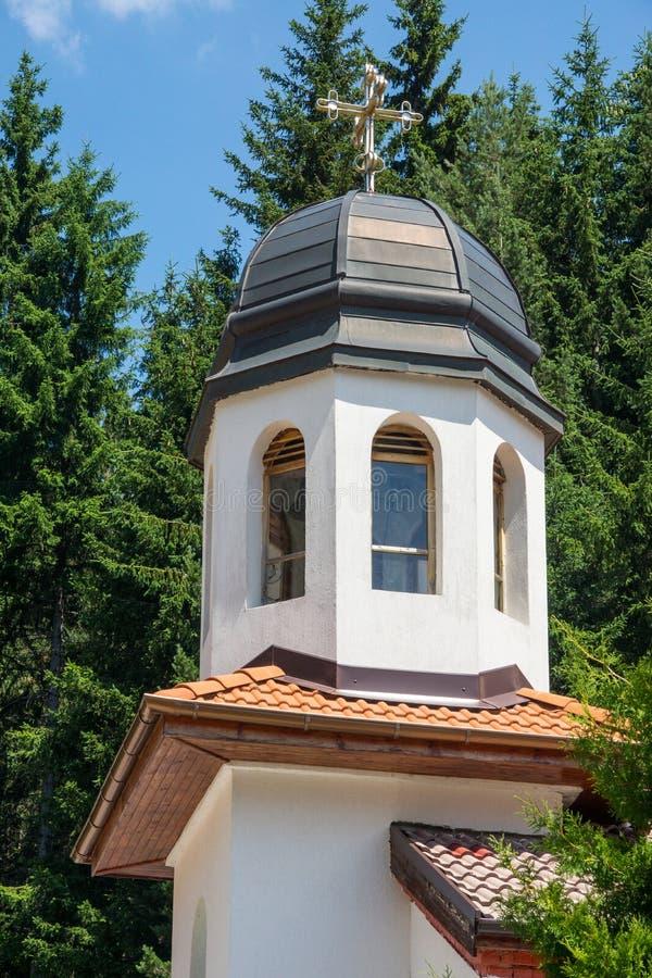 在圣Panteleimon大教堂的钟楼在修道院metochion的在保加利亚 免版税库存照片
