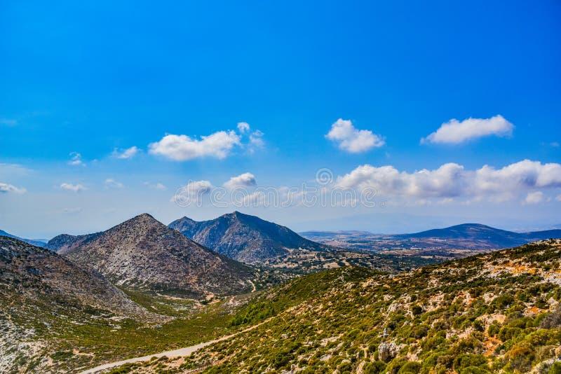 在地中海海岛纳克索斯的山的宏伟的视图在希腊 免版税库存照片