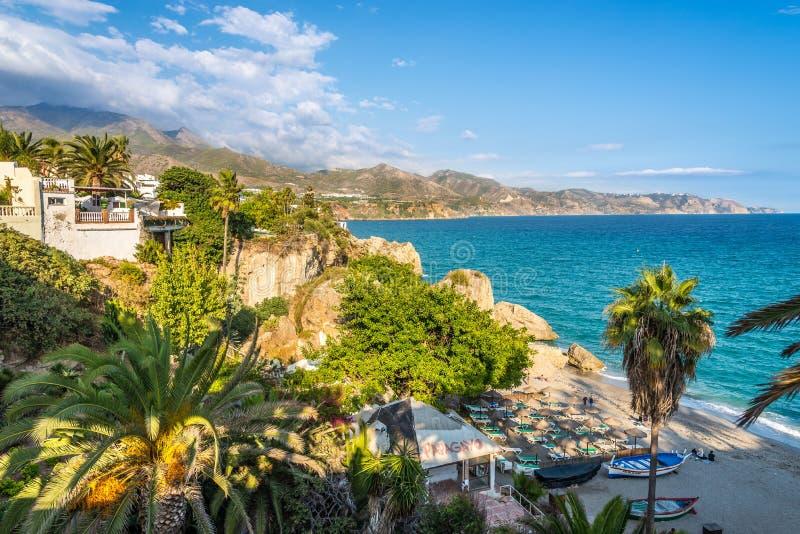 在地中海海岸的看法从Balcon de Europa在内尔哈-西班牙 免版税图库摄影