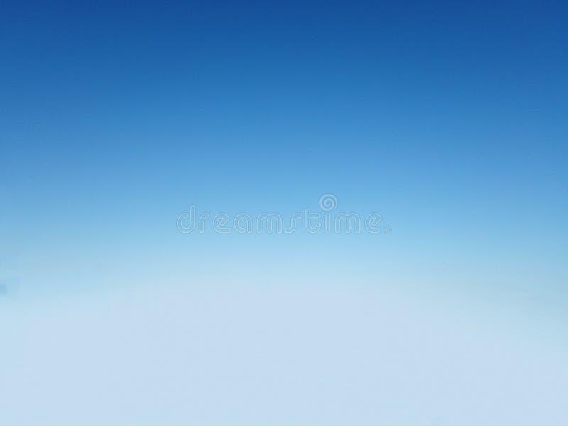 在地中海的一明亮的清楚的天空蔚蓝 图库摄影
