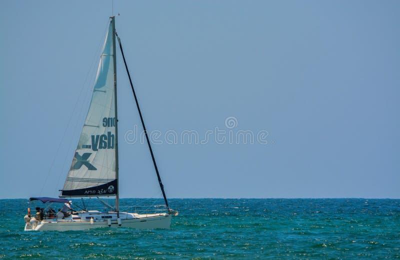 在地中海的一艘帆船在Eshkelon,以色列 库存照片