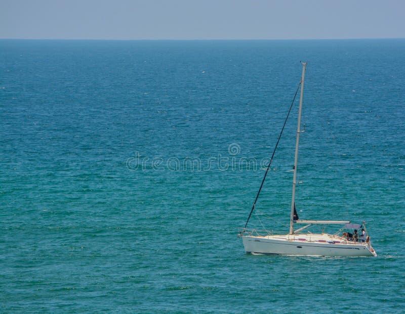 在地中海的一艘帆船在Eshkelon,以色列 库存图片