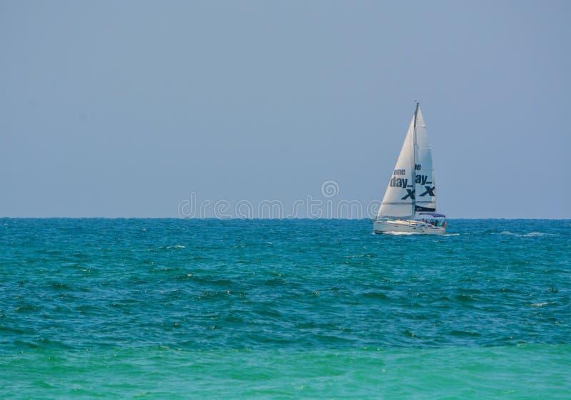 在地中海的一艘帆船在Eshkelon,以色列 图库摄影