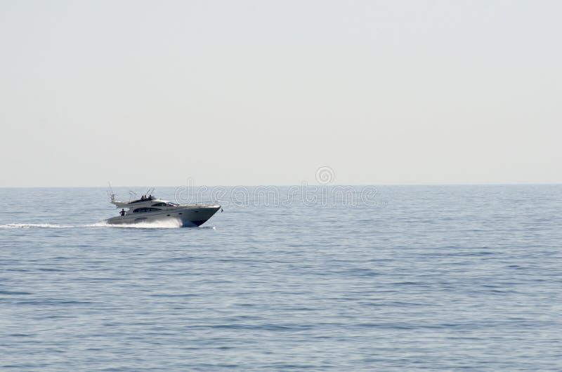 在地中海的巡洋舰 免版税库存照片
