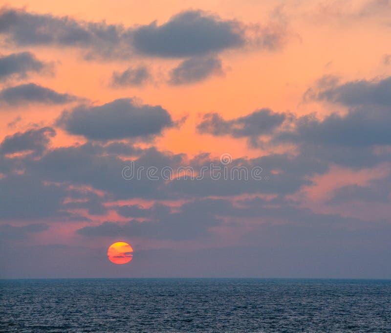 在地中海的日落亚实基伦的,以色列 库存照片