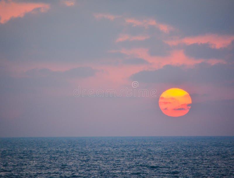 在地中海的日落亚实基伦的,以色列 库存图片