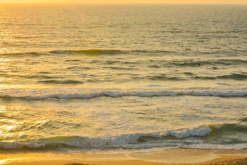 在地中海的日落亚实基伦的,以色列 免版税图库摄影
