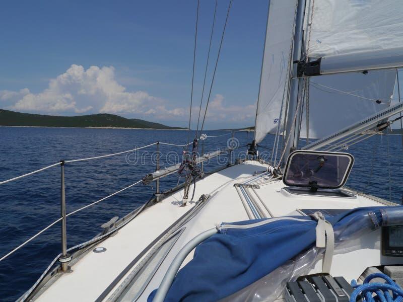在地中海的蓝色的帆船 免版税库存照片