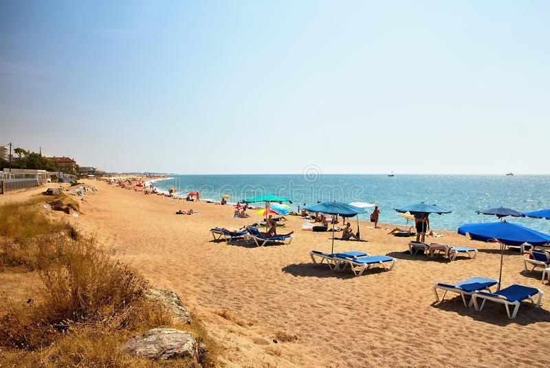 在地中海靠岸靠近马尔格拉特德马尔- Costa del Maresme,西班牙 免版税库存图片